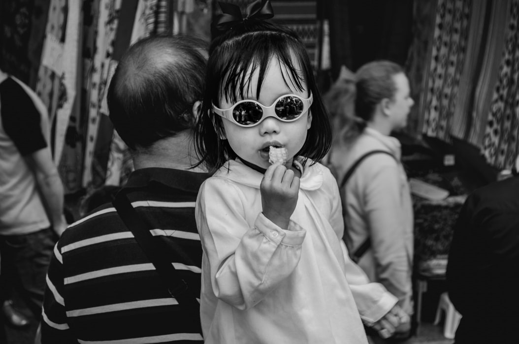 niños-comiendo-pescado-2